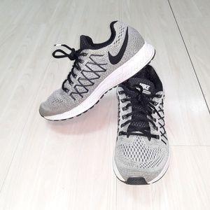 Nike tennis shoes Zoom Pegasus 32 sz 8